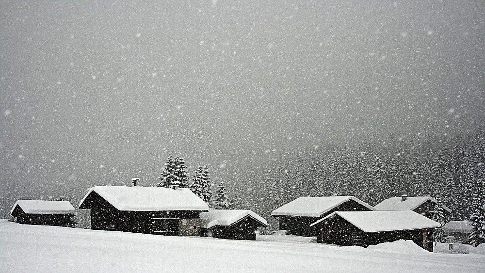 it's snowing